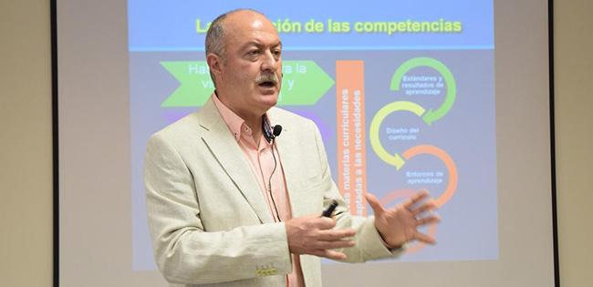 Conferencia sobre Investigación Educativa del Dr. Antonio Pantoja en Brasil