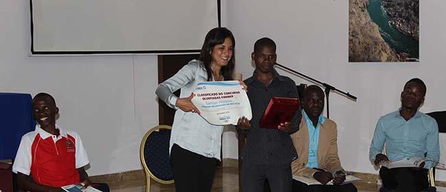 Ganador del concurso Olimpiadas FUNIBER recibe su premio
