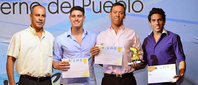 Alumno argentino de FUNIBER gana el premio a mejor nadador del año 2016