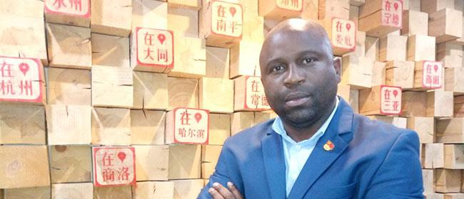 """Fenias Manjate, alumno mozambiqueño becado por FUNIBER: """"Me fascinó el foro de debate en el Campus Virtual"""""""